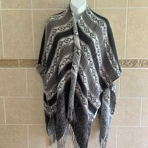 Gray wearable scarf